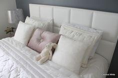 Coconut White: Silkkiset tyynynpäälliset makuuhuoneessa