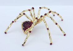 Gold and Garnet beaded spider Christmas by countrybugs on Etsy Wire Spider, Spider Art, Spider Crafts, Beaded Rings, Beaded Jewelry, Beaded Bracelets, Beaded Crafts, Beaded Ornaments, Handmade Beads