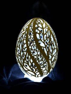 Piotr Bockenheim carved eggshell
