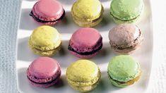 Mantelileivokset ovat näyttävä pieni jälkiruoka. Värikkäät Macarons-leivokset sopivat hyvin myös tarjottavaksi moniin eri juhliin.