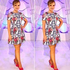 Nigth nigth !!! Eliana arrasou com dress estampa  império , tks @thidyalvis amamos ❤️❤️❤️@ferrazmoda #alfreda #alfredaoficial #marcadesejo #luxo @blogdaeliana #blogadaeliana