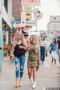Nashville Wifestyles Guide To Nashville: Broadway + Girls Night Out Outfit Inspiration Nashville Broadway, Nashville Vacation, Nashville Tennessee, Nashville Outfit, Nashville Fashion, Tennessee Girls, Tennessee Vacation, Nashville Murals, Nashville Star