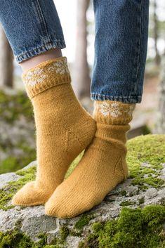 Dagens gratisoppskrift: Q-symre sokker | Strikkeoppskrift.com Leg Warmers, Socks, Legs, Accessories, Fashion, Threading, Moda, La Mode, Fasion