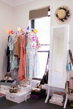 Ideas corner closet ideas bedrooms hooks for 2019 Spare Room, My Room, Corner Closet, Closet Office, Closet Space, Organizar Closet, Bric À Brac, Wardrobe Storage, Clothing Storage