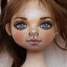 жду когда придут волосы(шерсть козочки) Поэтому приложу пока обрезки ☺☺☺Это куколка вчерашняя рыжая . Номер 9. Но мне кажется, она шатенка .РЕЗЕРВ