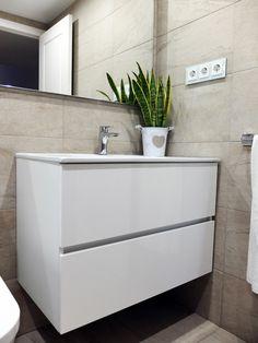 Reforma de baño en beige y blanco en Sarrià, Barcelona | Por Accesible Reformas