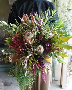 . wedding bouquet . 今日お届けしたウエディングブーケ . ・プロテア ・バンクシア ・スカビオサ ・リューカデンドロン ・アマランサス ・グレビレア ・オリーブ ・コニファー . ご依頼ありがとうございました。 末長くお幸せに! . #epanouir…」