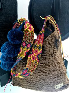 DESCRIPTION This beautiful hand knitted morral by Mexican Artisans from Maya zone, is unique and exclusive design of Otomiartesanal, is a large bag with a very ethnic touch and a beautiful giant pompon hanging on one of its sides. The incredible design of Crochet Handbags, Crochet Purses, Stoff Design, Tapestry Crochet, Knitted Bags, Handmade Bags, Beautiful Hands, Hand Knitting, Purses And Bags