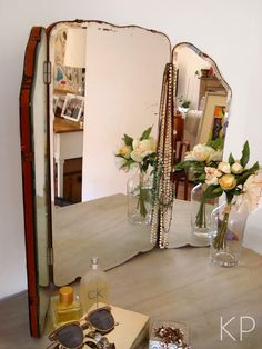 Espejo triptico antiguo ** Vintage french mirror Beautiful Mirrors, Mirror Mirror, Antique Furniture, Ideas Para, Projects To Try, Vanity, Boutique, Antiques, Wall