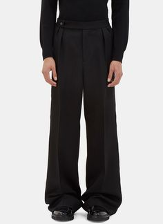 YANG LI Men's Oversized Serged Seam Wide Leg Pants in Black. #yangli #cloth #