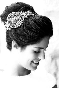 Vestido: Teresa Palazuelo  Peinado: Mayte Lucas  Foto: Click 10  Fuente: http://teresapalazuelo.com/BLOG/12-consejos-para-novias-de-mayte-lucas-estilista/