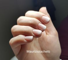 Degradè dal rosa al bianco per un effetto elegante e sempre alla moda: il babyboomer con cover pink e pure White. Manicure, Nails, Nail Art, Beauty, Pink, Elegant, Nail Bar, Finger Nails, Ongles
