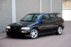 1992-1996 Ford Escort RS Cosworth Ford Rs, Car Ford, Ford Company, Nissan, Subaru Cars, Ford Capri, Old School Cars, Ford Escort, Small Cars