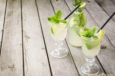 Receta de limonada casera: 1 litro de agua con gas, o sin gas como prefirais. -3 Limones -3 Cucharadas de azucar -1 Cucharada de jengibre -Menta Fresca