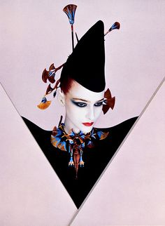 Serge Lutens is a French photographer, filmmaker, hair stylist, perfume art-director and fashion designer. Serge Lutens is most well known for his art direction and photography for Japanese cosmetics company Shiseido in the Fashion Art, Editorial Fashion, Fashion Beauty, Fashion Design, Yamaguchi, Serge Lutens Makeup, Artist Makeup, Pierrot Clown, New Romantics