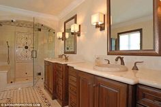 annnnnnd there's a nice huge bathtub opposite the vanity.