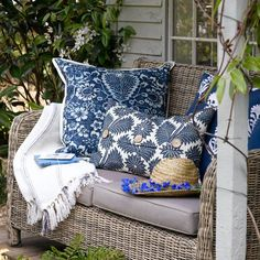 Love all the pillows on this little wicker loveseat!