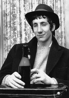 Prost: Pete Townshend von The Who bei einem Besuch in Hamburg. Pink Floyd, Led Zeppelin, Metallica, John Entwistle, Pete Townshend, Roger Daltrey, My Generation, British Invasion, Rockn Roll