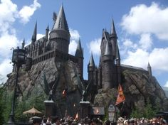 HARRY POTTER WORLD. Take me there now.