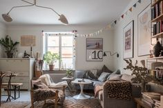 Post: Maximalismo nórdico con encanto --> blog decoración nórdica, cocinas pequeñas nórdicas, colores neutros decoración, decoracion dormitorios, decoración pisos pequeños, estilo acogedor, estilo nórdico escandinavo, Maximalismo nórdico