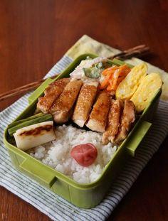 わが家の夫はほぼ毎日お弁当を持って仕事に行きます。ですが、恥ずかしながら私は早起きが苦手な上に、お弁当を詰めるセンスがないのです…! そこで、わが家で定番のメインを作ってのせるだけの「のっけ弁当」や、ちゃちゃっと作れる「チャーハン弁当」をご紹介します。 Kawaii Bento, Recipes From Heaven, I Love Food, Japanese Food, Asian Recipes, Food Porn, Easy Meals, Food And Drink, Cooking Recipes