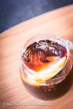 Get this Keto Iced Lemon Coffee Recipe [Paleo, Low-Carb] here. Sip this refreshing low carb drink as you cool off this summer. Keto Coffee Recipe, Coffee Recipes, Dairy Free Latte, Best Iced Coffee, Coffee Games, Low Carb Drinks, Keto Drink, Coffee Tasting, Salted Butter