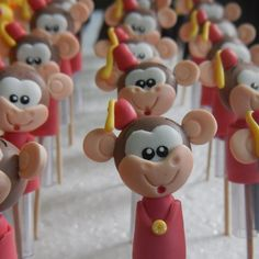 Operação Circo do Joaquim <3. Ta tudo lindo XD .  #biscuit #porcelanafria #polimirclay #handmade #feitoamao #diy #artesanato #lembrancinha #topodebolo #festainfantil #festa #casamento #cakedesign #parabens #felizaniversario #bolo #chadebebe #casamento #15anos #cerimonia #foto #circo #palhaco #circodojoaquim #palhacada #felicidade #macaco #banana #mico #safari by gibiatelie
