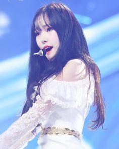Kpop Girl Groups, Korean Girl Groups, Kpop Girls, Gfriend Yuju, Gfriend Sowon, Long Straight Black Hair, Cloud Dancer, G Friend, Celebrity Gossip