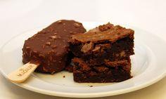 Passo a passo: como fazer brownie de chocolate com nozes - Culinária - MdeMulher - Ed. Abril