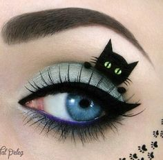 Spooky cat eye makeup