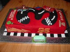 This would be more likely to turn out rather than the actual car Disney Cars (Lightning McQueen) Cake