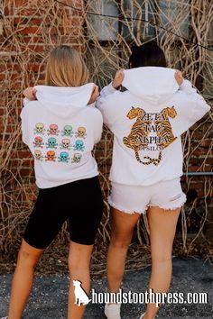 #LOVETHELAB #HOUNDSTOOTHPRESS #GREEKLIFEAPPAREL #sorority #fraternity #springtime #customdesigns Sorority Pr, Sorority Outfits, Sorority And Fraternity, Greek Life, Houndstooth, White Shorts, Shirt Designs, Abs, Photoshoot