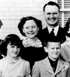 Herbert, Bonnie, Nancy y Kenyon Clutter. Fotografía de 1954. Nancy contaba con once años, al año siguiente comenzó a salir con Bobby Rupp.
