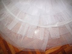 Tutorial para hacer un tutú de ballet de plato con aro. Tutu Pattern, Tutu Ballet, Dance Crafts, How To Make Tutu, Patterns, Sewing, Home Decor, Ballet Tutu, Vestidos
