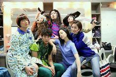 Non-chaeki post✌  Moon Chae Won & Joo Won in one nice groupfie shot with other Good Doctor cast! 📷 This is so cute. 😉  pic credit to right owner✌  #moonchaewon #moonjunwon #joowon #gooddoctor #imisschaewon #ilovejoowon