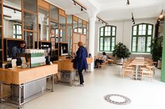 You know the tiny coffee shop at Oderberger Straße, that was one of the shops starting third-wave-coffee in Berlin, right? Even if you don't, you…