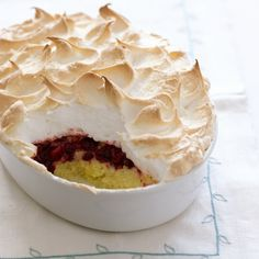Happy cranberry queen of puddings Uk Recipes, Pudding Recipes, Dessert Recipes, Cooking Recipes, Pudding Desserts, Flan, Queen Of Puddings, English Pudding, Mousse