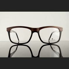 2e5c9099f60783 Gold   Wood frame is a full-rim eyeglass made of exotic wood. This eye  glass frame has a retro frame look with a larger lens size.