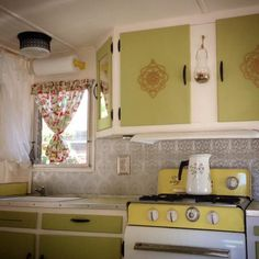 (image) Vintage Shabby Chic Camper ~ Glamper! (Glamorous Camper) ~~~ (50s look?) ~ soft, cream & avocado green colors! LOVE IT! Good use of space & details ~ awesome backsplash, too
