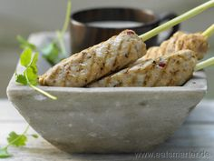 Zitronengras-Hähnchen-Spieße - smarter - mit Erdnuss-Dip. Kalorien: 329 Kcal | Zeit: 50 min. #dinner