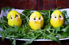 Puisori din oua umplute | CAIETUL CU RETETE Easter Dishes, Easter Food, Easter Recipes, Avocado, Eggs, Breakfast, Paste, Decor, Drinks