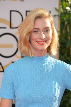 Caitlin Fitzgerald's summer-perfect orange lip, sun-kissed blonde bob, and luminous skin. #GoldenGlobes