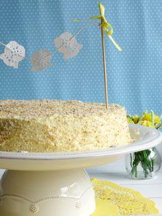 Portuguese Sponge Cake with Lemon and Coconut Meringue / Pão-de-Ló com Merengue de Limão e Côco