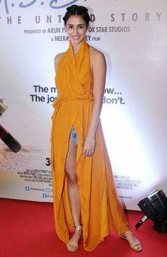 Disha Patani at 'MS Dhoni: The Untold Story' premiere. Hindi Actress, Indian Film Actress, Indian Actresses, Indian Bollywood, Bollywood Fashion, Bollywood Style, Beautiful Bollywood Actress, Beautiful Indian Actress, Disha Patani Photoshoot