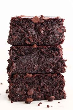 Vegan brownies, fudgy, gooey and super moist. A rich and decadent dessert, so easy to make with simple plant-based ingredients. Dairy Free Chocolate, Healthy Chocolate, Dessert Chocolate, Chocolate Recipes, Postre Chocolate, Vegan Blogs, Vegan Recipes, Gluten Free Oats, Raw Cacao