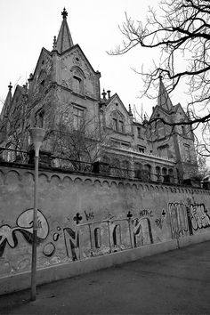 Vevey Castle Vevey, Forts, Cathedrals, Amazing Architecture, Old Houses, Castles, Abandoned, The Incredibles, Building