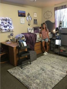 This is one of the cutest dorm room ideas for girls! Cute dorm room ideas that you need to copy! These cool dorm room ideas are perfect for decorating your college dorm room. You will have the best dorm room on campus! Dorm Room Storage, Dorm Room Organization, Organization Ideas, Dorm Room Desk, Organizing Dorm Rooms, College Dorm Storage, School Organization For Teens, Organizing School, Desk Bed