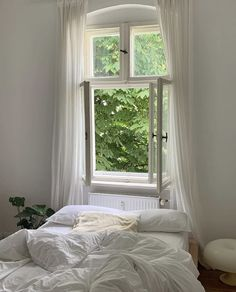 Dream Rooms, Dream Bedroom, White Bedroom, Bed Aesthetic, White Aesthetic, My New Room, My Room, Bedroom Inspo, Bedroom Decor