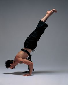 Budokon Creator Cameron Shayne - I met Cameron a couple of years ago. He teaches a wonderful combo of yoga and martial arts... and he has a beautiful body!