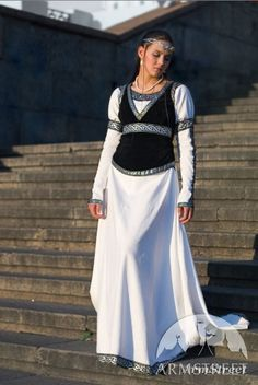 """MEDIEVAL WHITE COTTON DRESS AND BODICE """"CHESS QUEEN"""""""